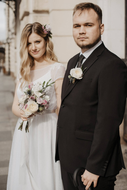 Лаконичная свадьба в светлых тонах в ресторане